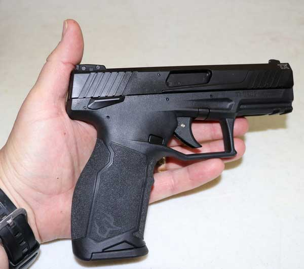 Comparing Taurus TX22 with hand size