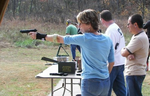 One hand shooting the Walther P22